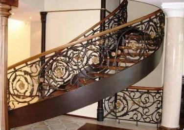 Кованые ограждения лестниц для безопасности и надежности