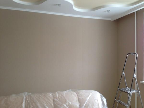 Но чтобы стыки были практически незаметны, стена должна бить выровнена, а багеты приклеены точно по уровню